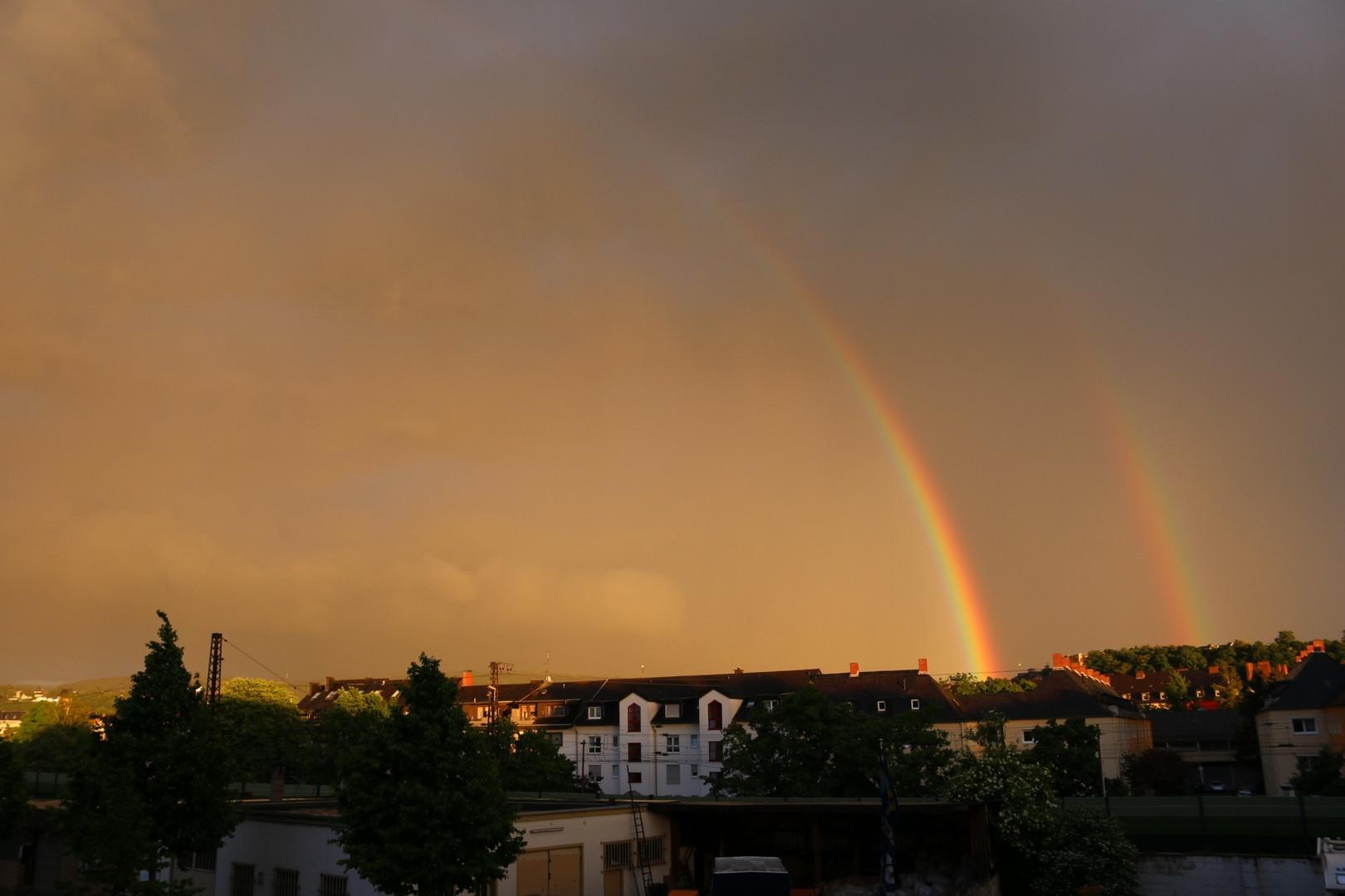 Ein Regenbogen kommt selten allein