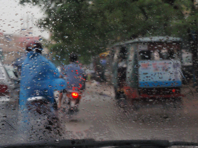 ein regenguss in phnom penh, cambodia 2010