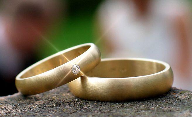 Ein Ring, sie zu knechten, sie ewig zu binden ...