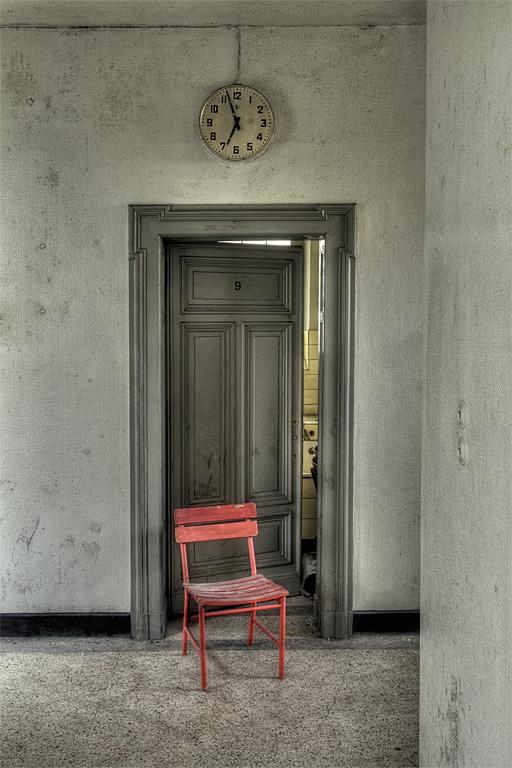 Ein roter Stuhl...
