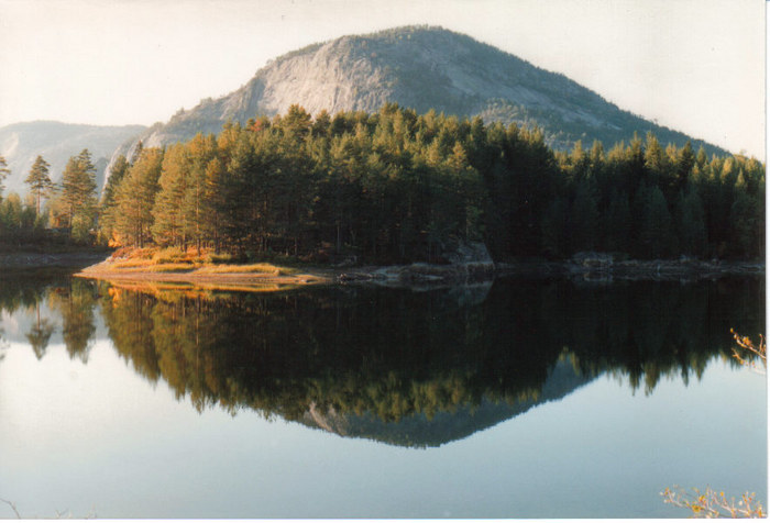 Ein ruhiger norwegischer See