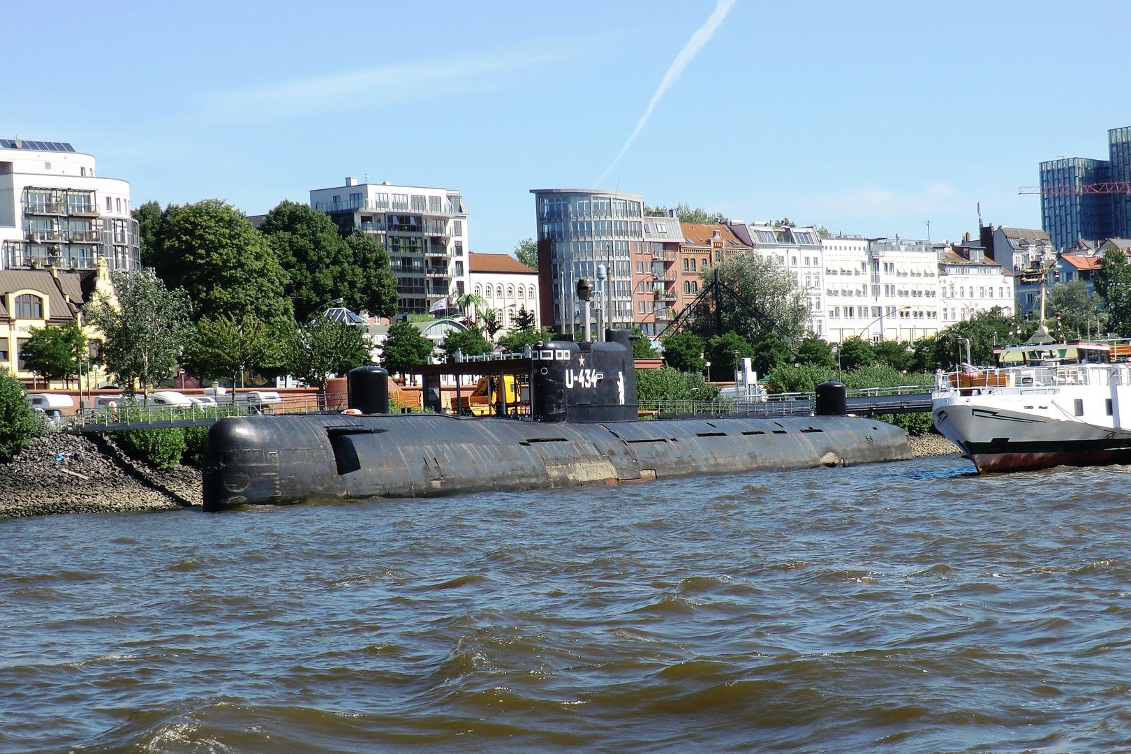 Ein Russen- U-Boot in Hamburg