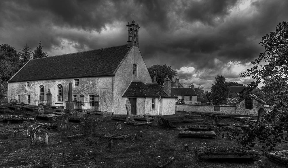 Ein schön-schauriger Friedhof bei genau solchem Wetter