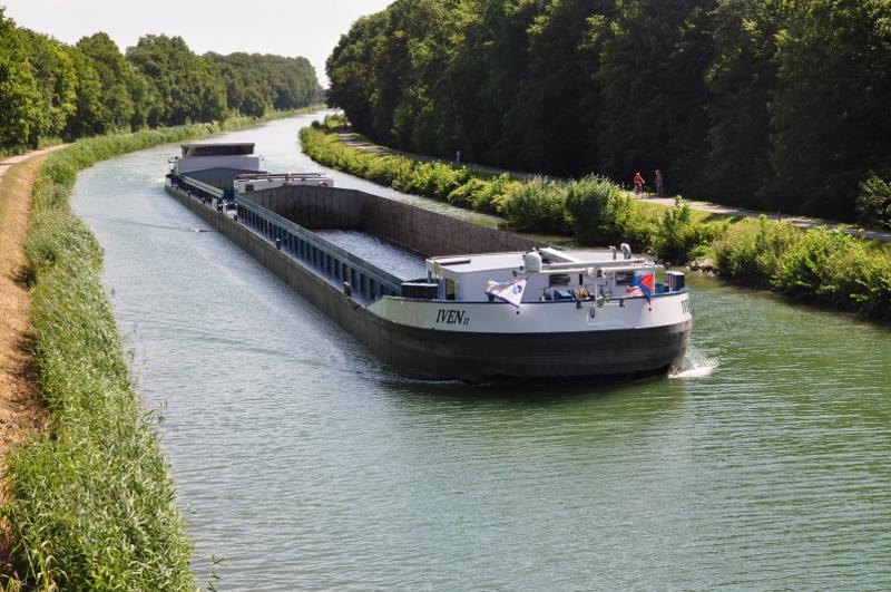 Ein Schubverband auf dem Datteln-Hamm-Kanal