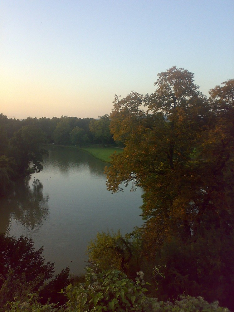 Ein See bei Sonnenuntergang
