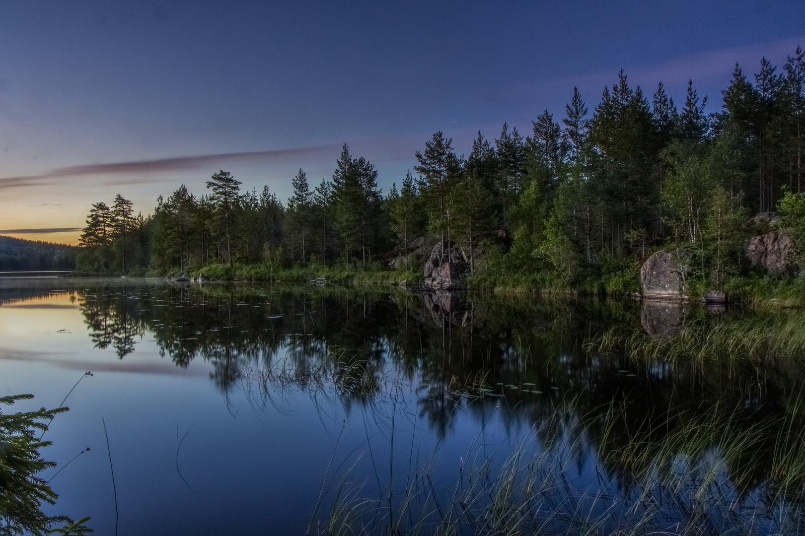 Ein See mitten im Wald
