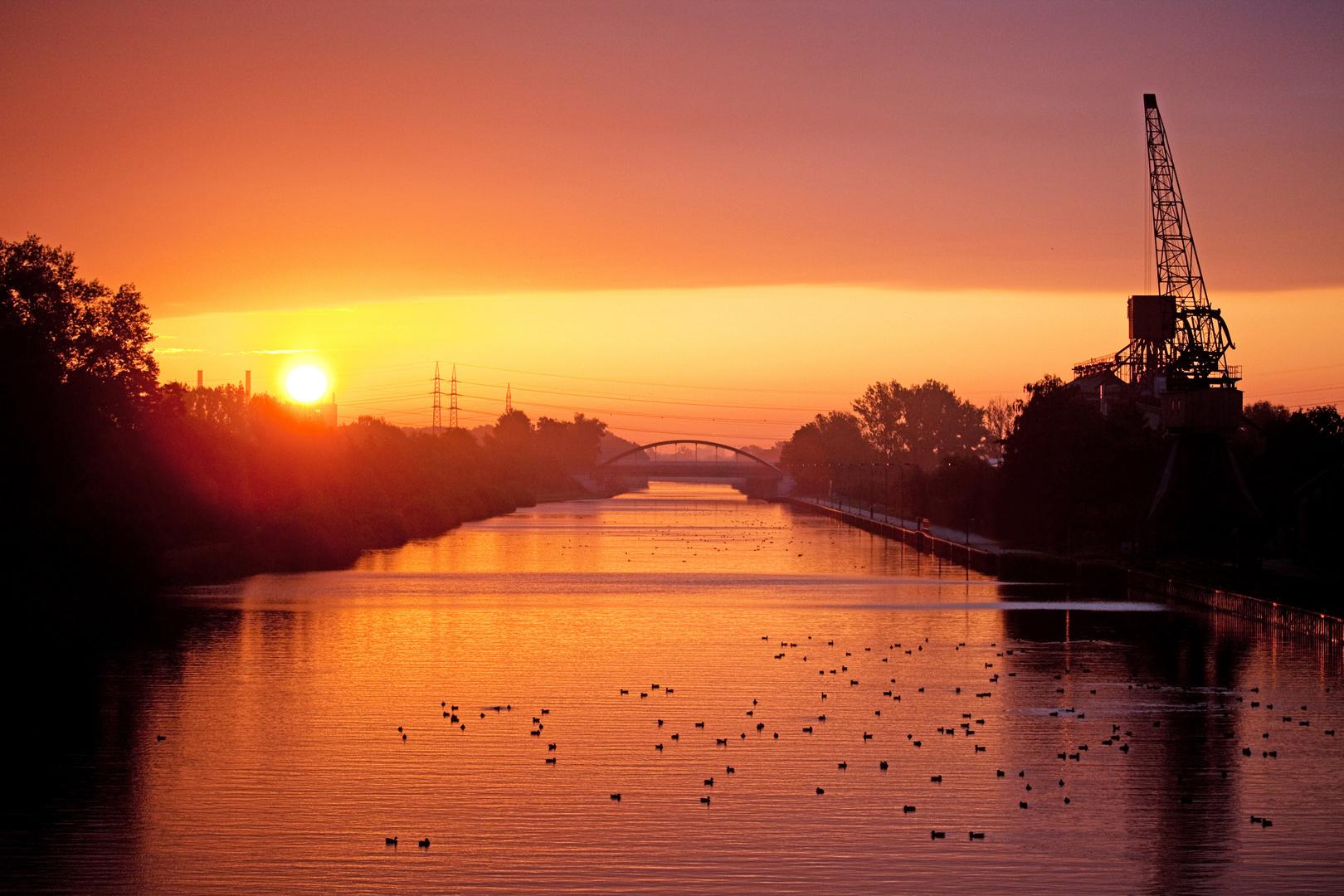Ein Sonnenaufgang am Mittelland-Kanal...