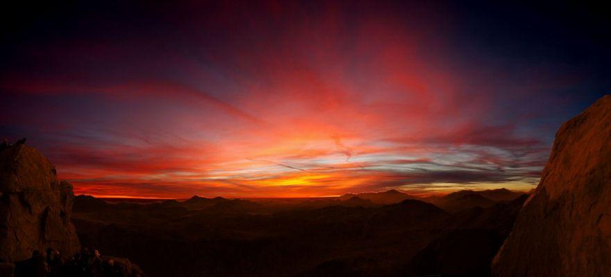 Ein Sonnenaufgang vom Mosesberg auf Sinai