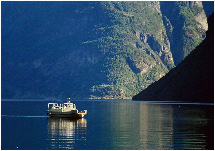 Ein Sonnenstrahl im Fjord