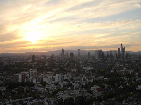 Ein Sonnenuntergang über Frankfurt