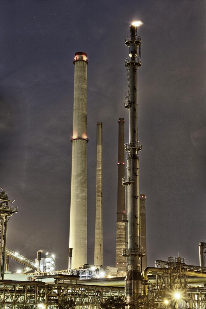 Ein Stahlkonzern bei Nacht