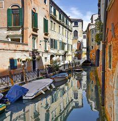 Ein stiller Seitenkanal in Venedig