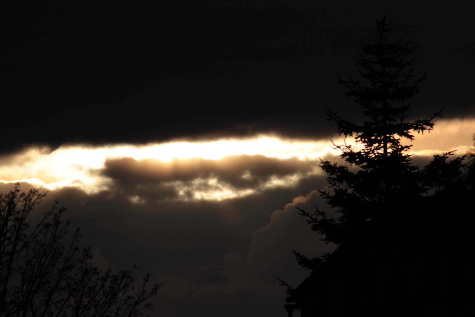 Ein Streifen Licht am Horizont