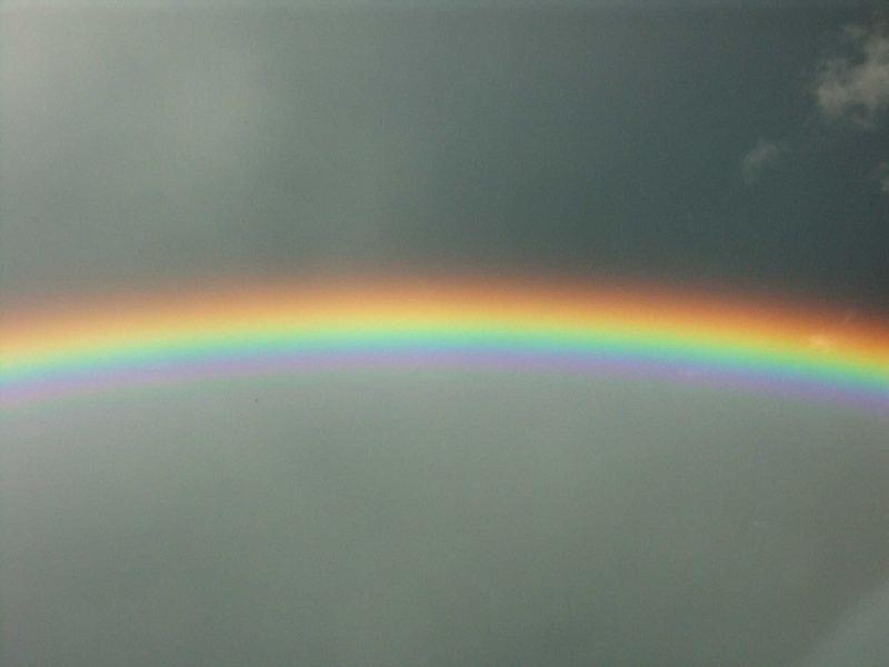 Ein Stück bunter Regenbogen im Grau...
