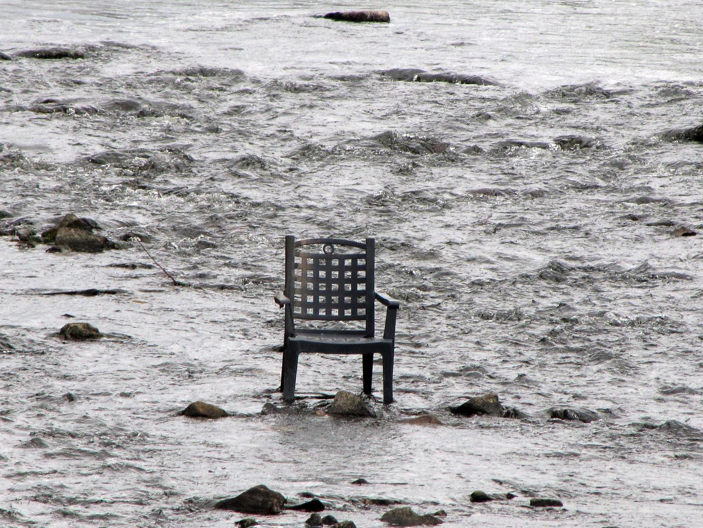 Ein Stuhl geht baden