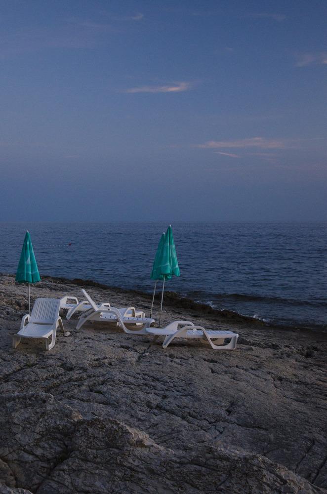 Ein Tag am Strand: ... alle in der Disko