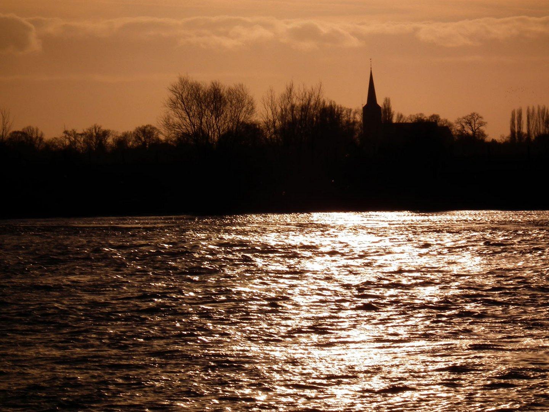 Ein Tag ist am Ende, die Maas fließt immer weiter...