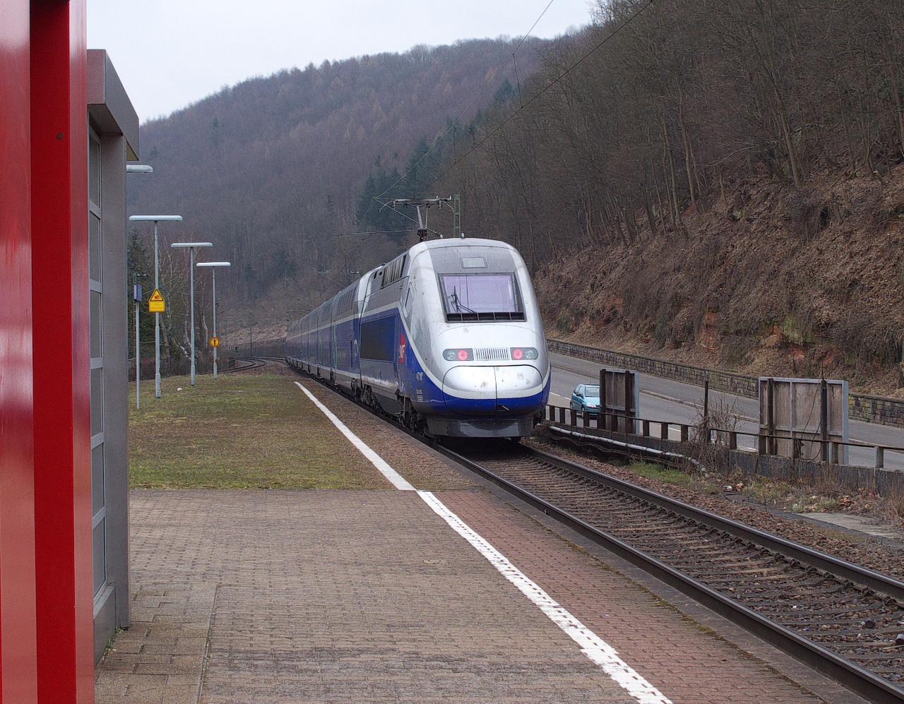 Ein TGV Duplex fährt über die Dörfer....II