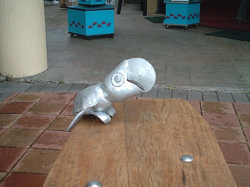 Ein Vogel aus Aluminium
