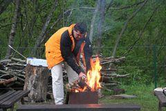 ein wärmendes Feuer am Abend