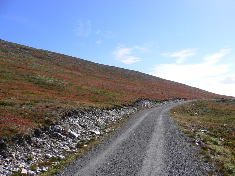 Ein Weg, irgendwo in den Bergen Norwegens,..