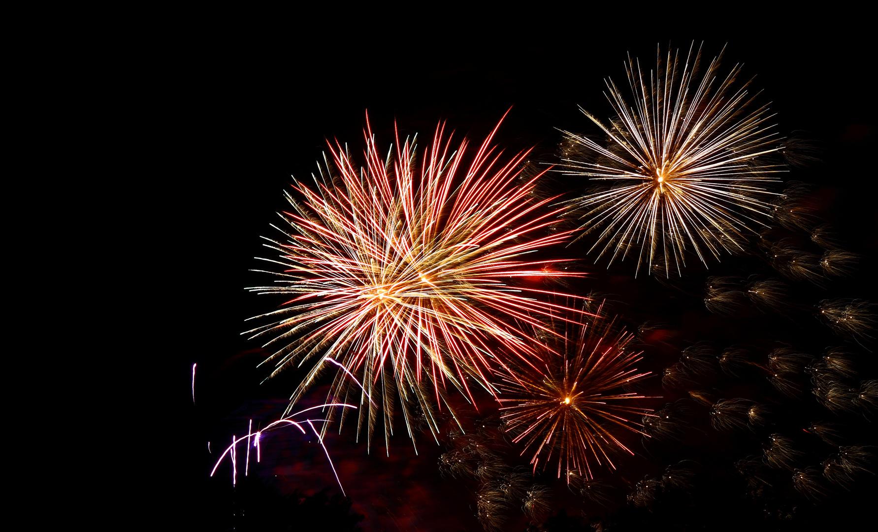 Ein weiteres Bild vom Feuerwerk bei der Spreeauennacht in Cottbus