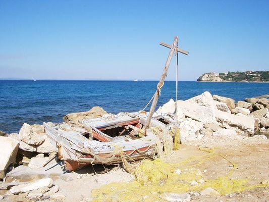 ...ein weniger berühmtes Schiffswrack.