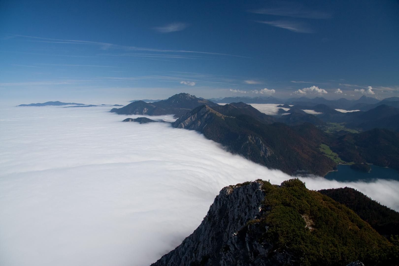 Ein Wolkenmeer läuft über