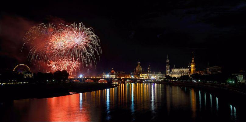 Ein zauberhaftes Feuerwerk ...,