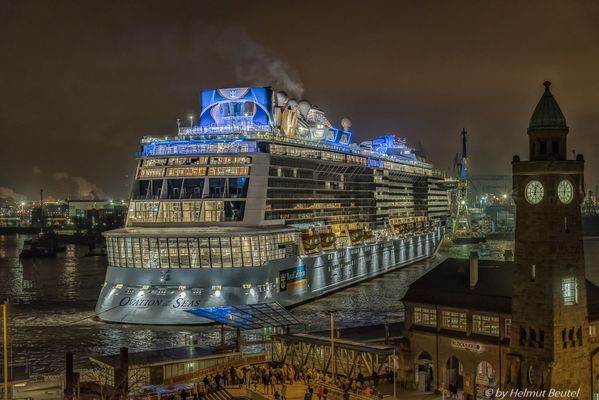 Eindocken der OVATION of the Seas bei B&V