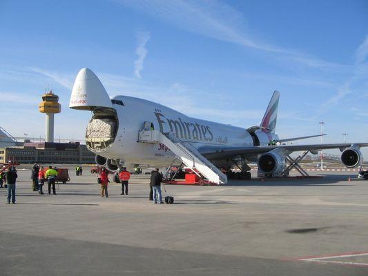 Eine 747-400 bei der Entladung am Hamburger Aiport