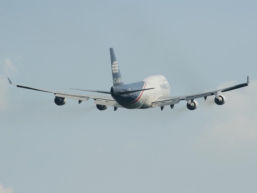 Eine Boeing 747 (Jumbo) der World Airways kurz nach dem Start