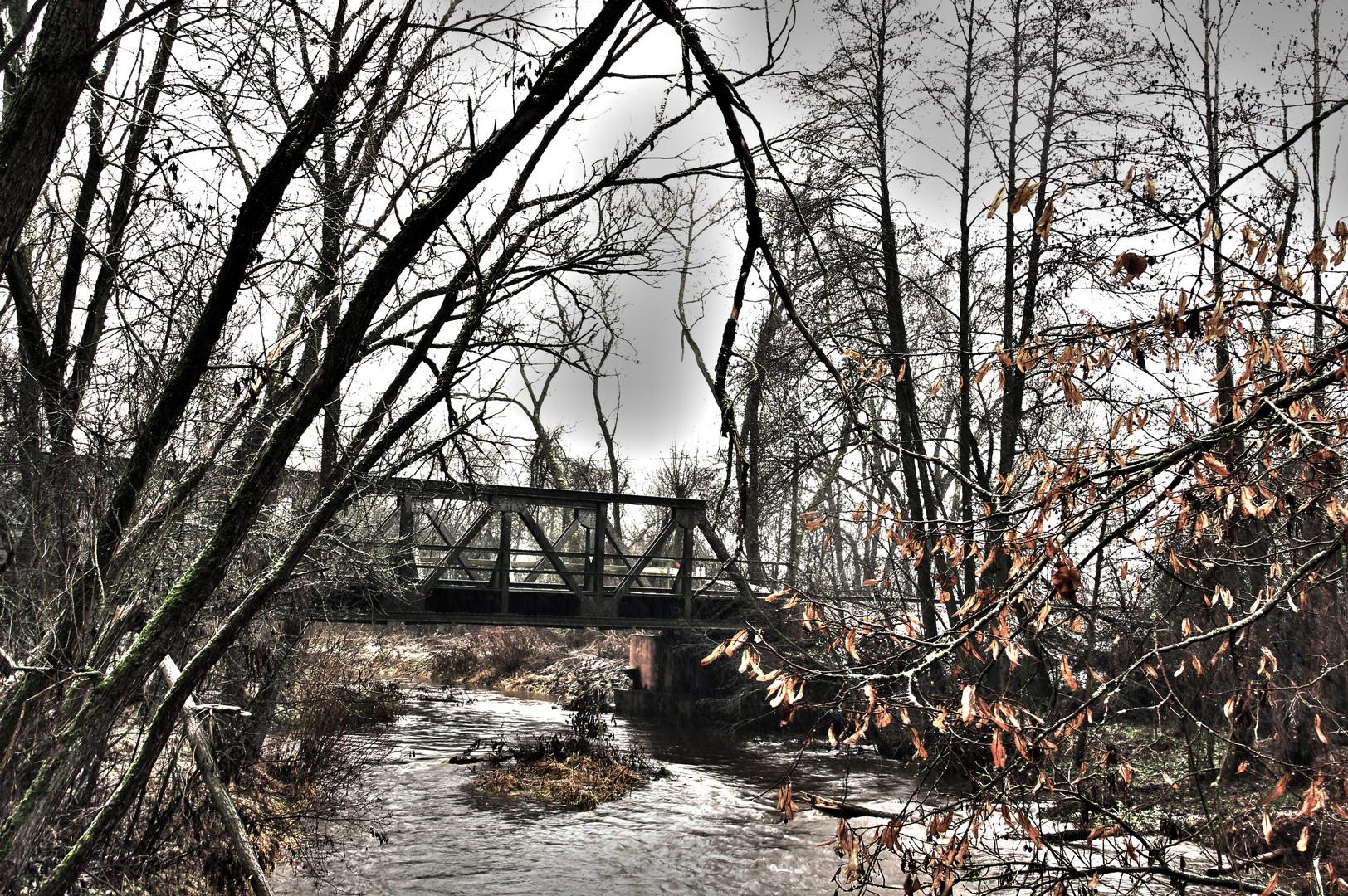 eine Brücke abseits vom schnellen Leben