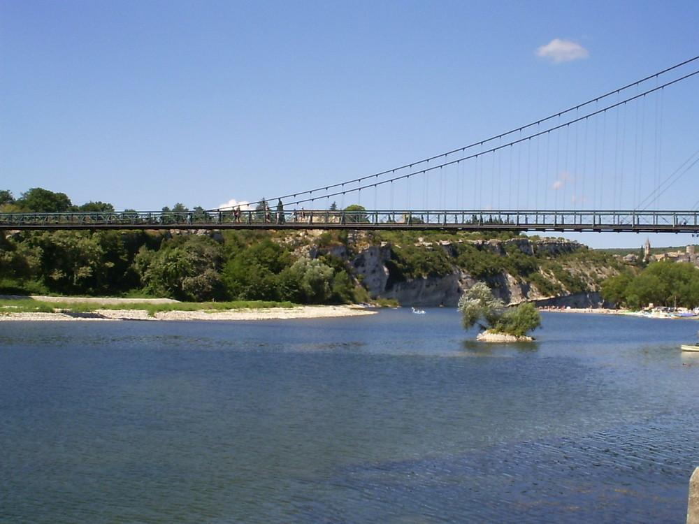 Eine Brücke in Südfrankreich