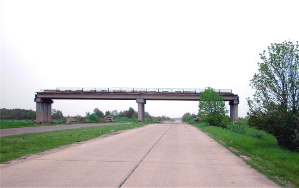 Eine Brücke ins Nichts.