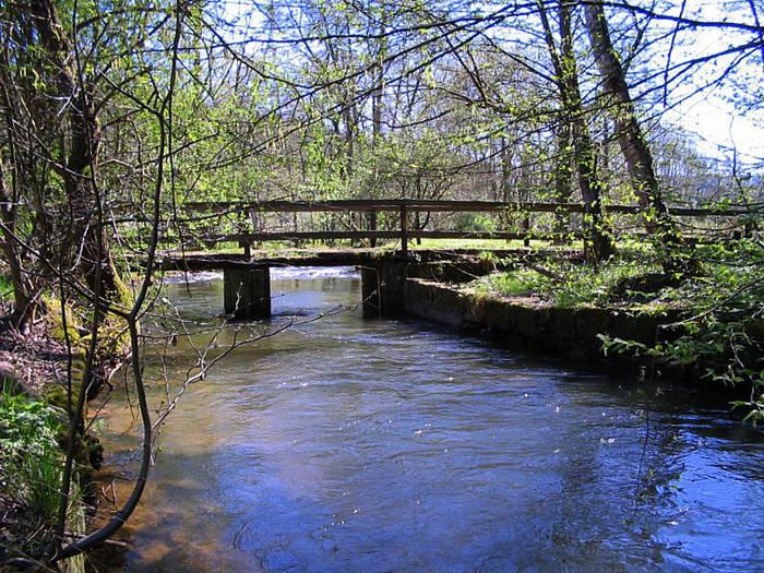 Eine Brücke über die Jossa im Spessart