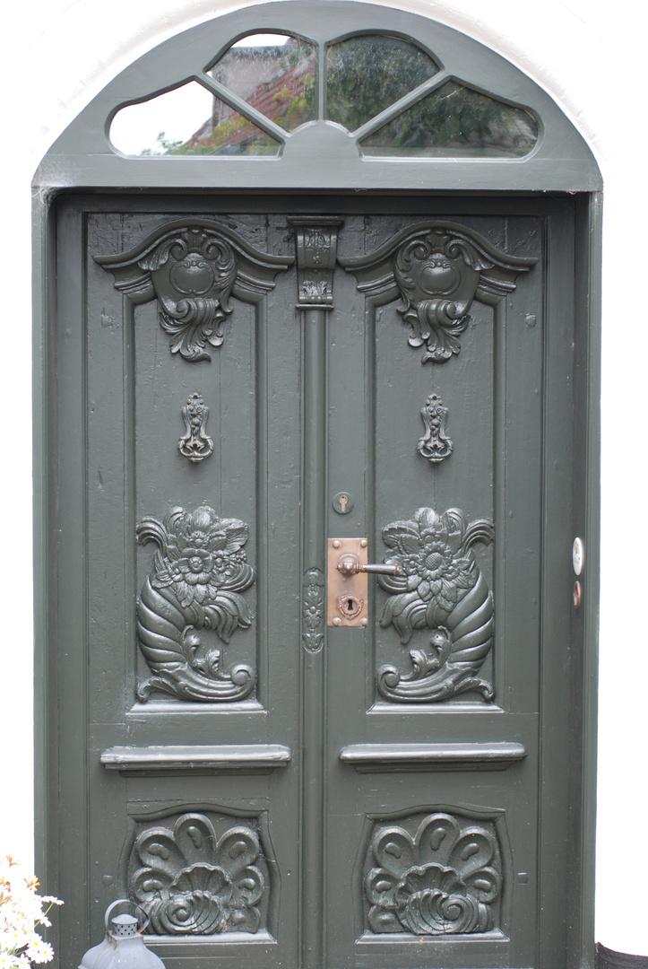 Eine der wundervollen Arnis´er Türen