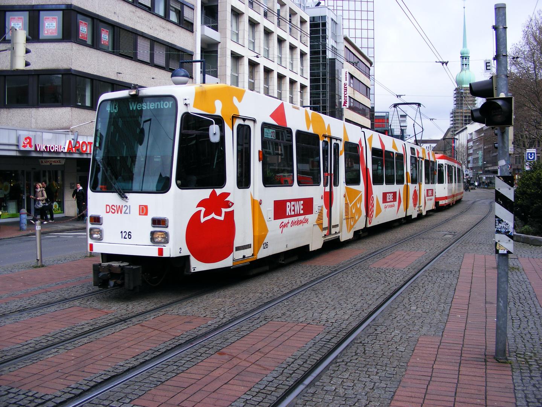 Eine Doppeltraktion aus N8C auf der Kampstraße in Dortmund.