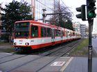 Eine Doppeltraktion aus Stadtbahnwagen B der dritten Generation am Barbarossaplatz in Köln.