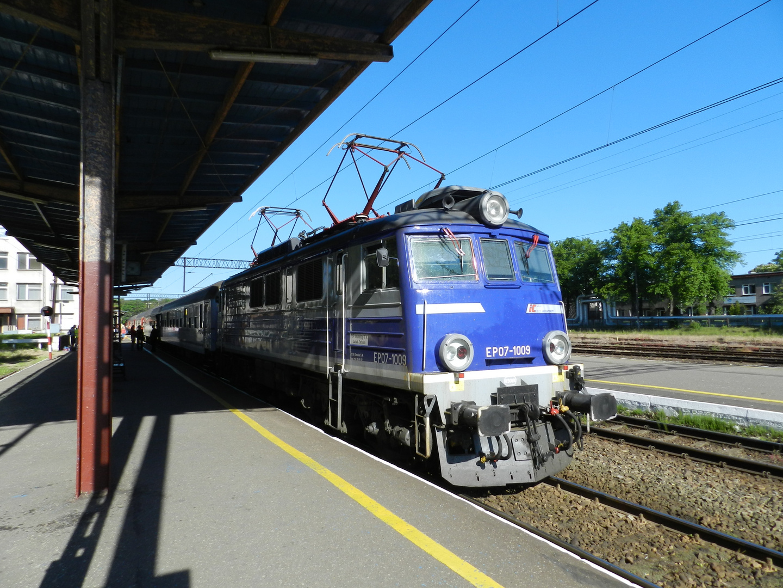 Eine EP07 im Bahnhof Kolobrzeg (Kolberg).
