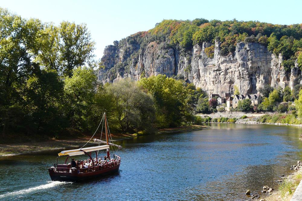 Eine Fahrt auf der Dordogne - vorbei an La Roque-Gageac