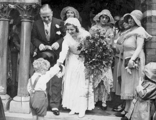 Eine Familienhochzeit in Birmingham England 1930.