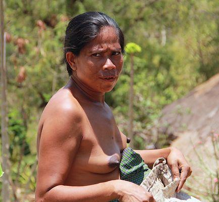 Eine Handlerin auf der Insel Sumba