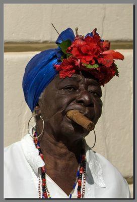 Eine Havanna rauchen