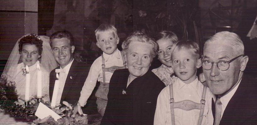 eine Hochzeit in Morsum vor 50 Jahren.... Wer ist nun von