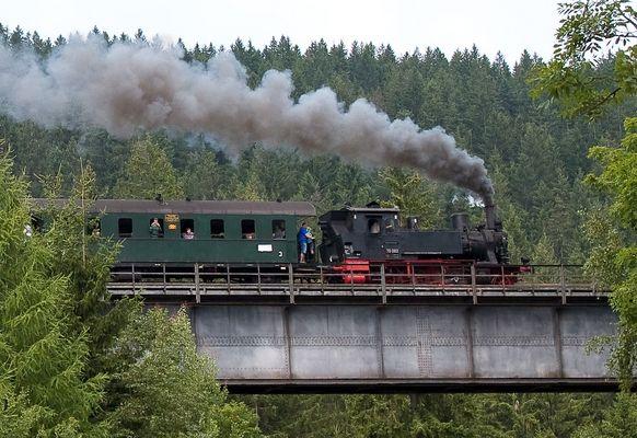 Eine Hundertjährige macht Dampf