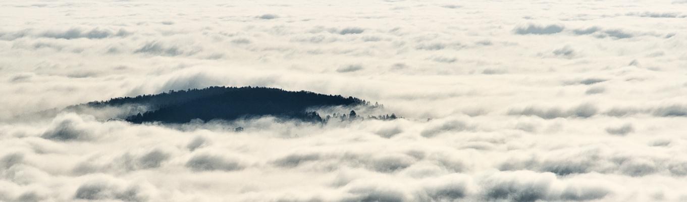 Eine Insel im Nebel