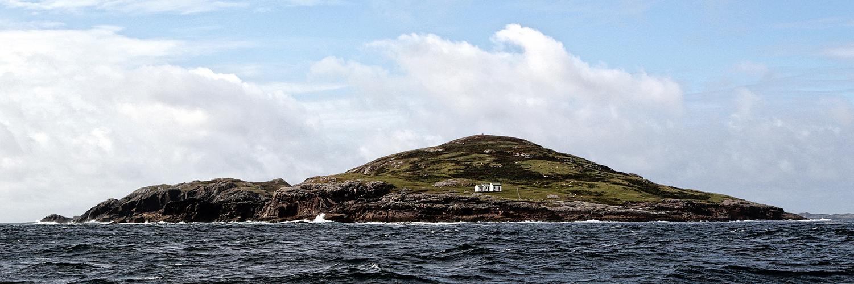 Eine Insel mit 3 Hütten