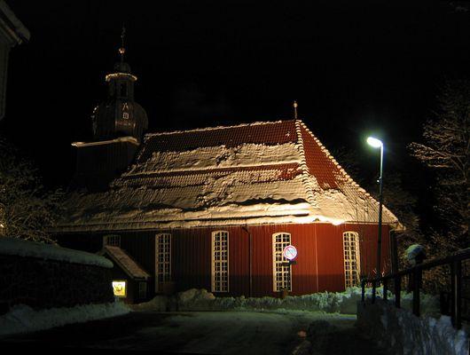 eine Kirche in der Osternacht