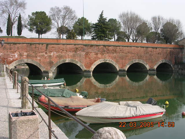 Eine kleine Brücke am Gardasee